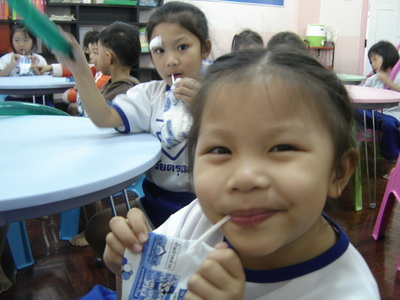 น้องเทียนกินนมโรงเรียน
