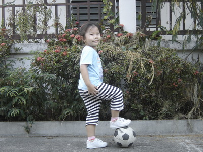น้องเทียนเตะบอล