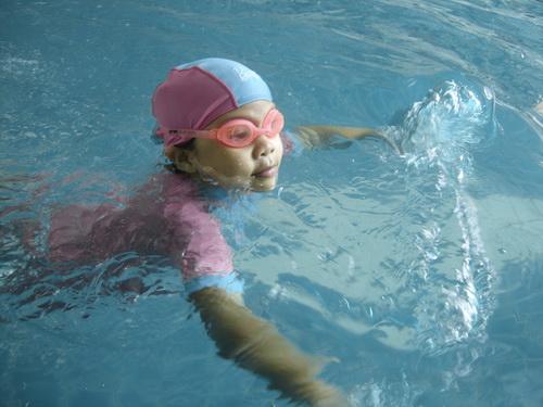 น้องเทียนว่ายน้ำ